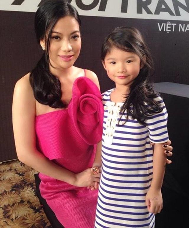 Bé Bảo Tiên - con gái Trương Ngọc Ánh và Trần Bảo Sơn càng lớn càng xinh xắn, đáng yêu.