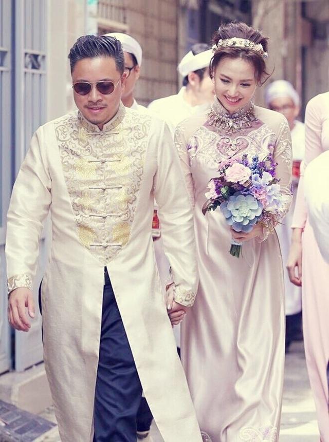 Tháng 10/2015, công chúng bất ngờ về lễ đính hôn của cặp đôi Đinh Ngọc Diệp và Đạo diễn Victor Vũ. Cả hai được nhận xét như đôi trai tài, gái sắc của làng giải trí Việt khi họ cùng hợp tác trong nhiều dự án phim trước đó.