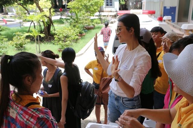 Cô cho biết mình sẽ cố gắng dành thời gian tham gia các hoạt động thiện nguyện khác tại Nha Trang nếu có cơ hội, vì bản thân rất yêu mến thành phố biển xinh đẹp và năng động này.