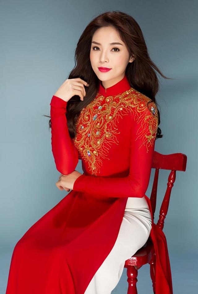 Hoa hậu Kỳ Duyên khoe sắc trong áo dài của Sơn Collection.