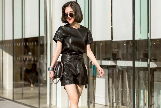 Tuy nhiên về gout thời trang, Hương Tràm từng không ít lần rơi vào top sao mặc xấu hay mix đồ không hợp phong cách.