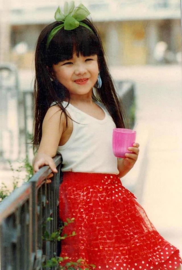 Huyền Trang - con gái NSƯT Chí Trung đáng yêu thưở thơ bé.