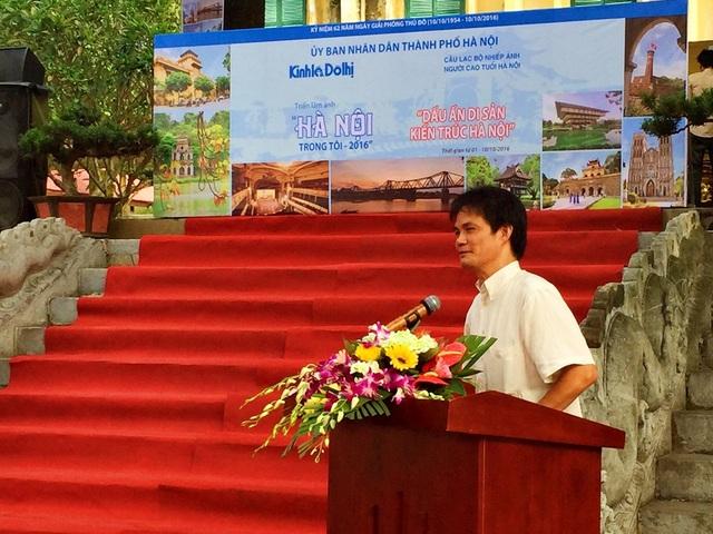 Ông Bùi Hỏa Tiễn - Phó Chủ tịch Hội Nghệ sĩ nhiếp ảnh Việt Nam đánh giá cao chất lượng các bức ảnh tại Triển lãm.