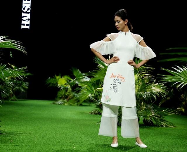 NTK (Nhà thiết kế) Hải Siêu là NTK là trẻ tuổi nhất hiện nay. Giới thiệu BST tại Việt Nam Tuần lễ thời trang Việt Nam Xuân Hè 2017 là tình cảm Hải Siêu dành cho áo yếm, áo dài và những câu thư pháp về tình yêu quê hương đất nước.