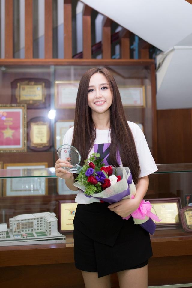 Mai Phương Thúy cũng từng đỗ Đại học Ngoại thương cơ sở 1 nhưng sau đó cô theo học Đại học RMIT.