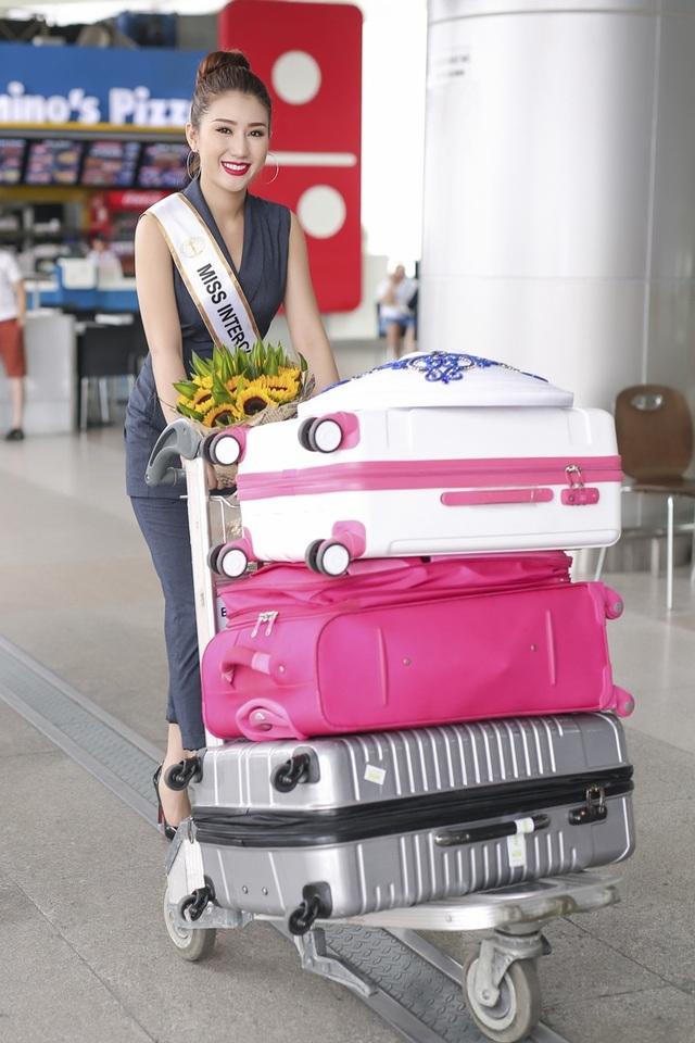 Chính các cuộc thi này là bài học và kinh nghiệm giúp người đẹp tự tin hơn để thể hiện mình ở đấu trường nhan sắc lớn hơn - Hoa hậu Liên lục 2016 (Miss Intercontinental 2016).