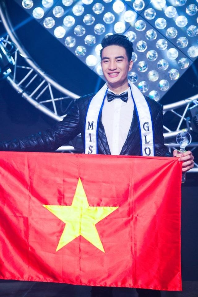 Nguyễn Văn Sơn vẫn là thí sinh có ngoại hình nổi bật nhất với chiều cao 1m93. Không chỉ vậy, anh còn được đánh giá khá cao vì thân hình chuẩn và giành giải phụ thí sinh được yêu thích nhất trên internet.