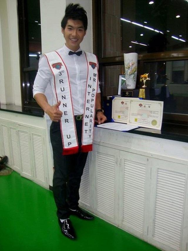 Trước đó, Trương Nam Thành từng thi Manhunt Quốc tế 2011 và đoạt giải Á vương 3, nam người mẫu còn ẵm thêm giải phụ Nam vương được yêu thích nhất.