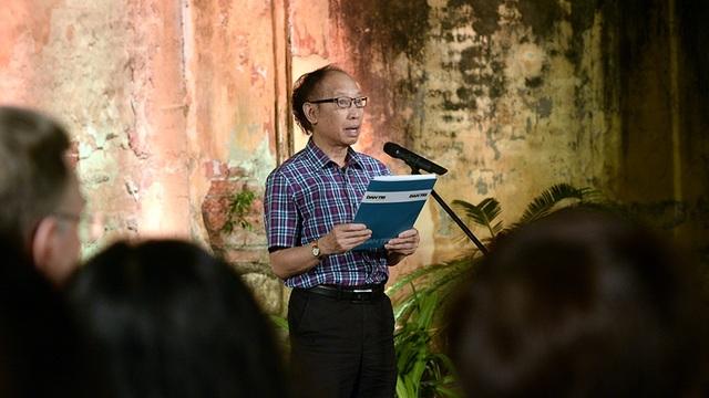 Nhà báo Phạm Huy Hoàn - Tổng biên tập báo điện tử Dân trí - phát biểu tại buổi họp báo