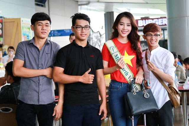 """Cô cũng từng lọt top 10 Hoa hậu Hoàn vũ Việt Nam 2015 và để lại dấu ấn ở cuộc thi ca hát Tình Bolero. Đó là hành trang để người đẹp tự tin khi bước ra sân chơi lớn và """"đương đầu"""" cùng áp lực công việc và sự tham gia của hơn 90 người đẹp khắp 5 châu."""
