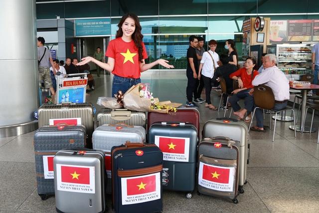 """Đến Philippines lần này, Nam Em mang theo lượng hành lý """"khủng"""" với 11 valy lớn nhỏ các loại có đầy đủ các trang phục, dụng cụ cần thiết cho khoảng thời gian sắp tới tại đất nước Đông Nam Á xinh đẹp."""