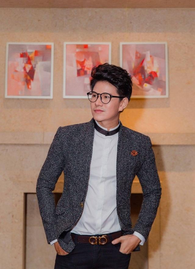 Hàng ngày, nam MC Hoa hậu Việt Nam 2016 chọn cách thể dục đều đặn, ăn kiêng để giữ dáng và dùng nước lọc nhiều hơn người thường để có làn da và gương mặt sáng sân khấu. Sau sự kiện này, Vũ Mạnh Cường sẽ bay ra Hà Nội để dẫn dắt chương trình lớn tại đây.