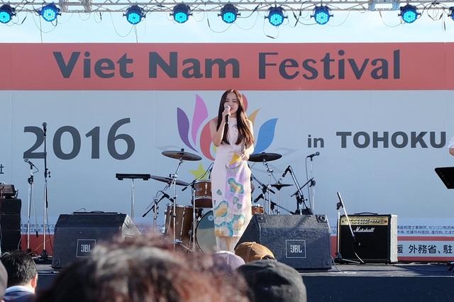 """Đặc biệt với ca khúc """"Xe đạp"""" được Phương Ly thể hiện bằng tiếng Nhật (Sakurairo Maukoro), cô đã nhận được nhiều lời khen từ khán giả lẫn đơn vị tổ chức chương trình."""