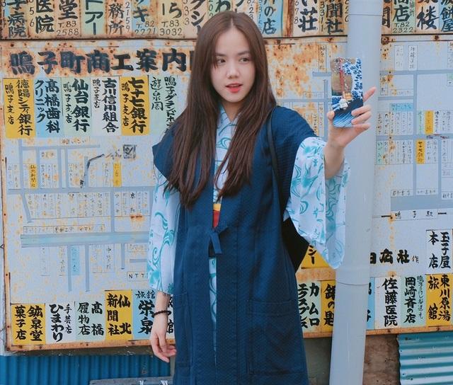 Phương Ly tranh thủ đi chơi trong những ngày ở Nhật Bản.