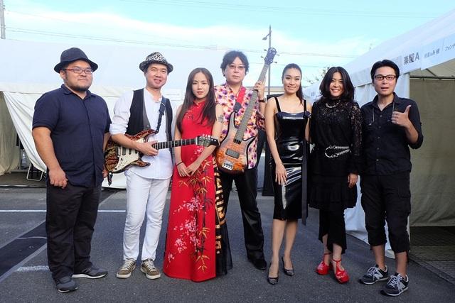 Cùng tham gia với Phương Ly lần này còn có nữ ca sĩ Minh Thư. Hai gương mặt đại diện cho Việt Nam đã để lại rất nhiều ấn tượng trong lòng khán giả Nhật Bản bằng những ca khúc tiếng Việt lẫn tiếng Nhật.