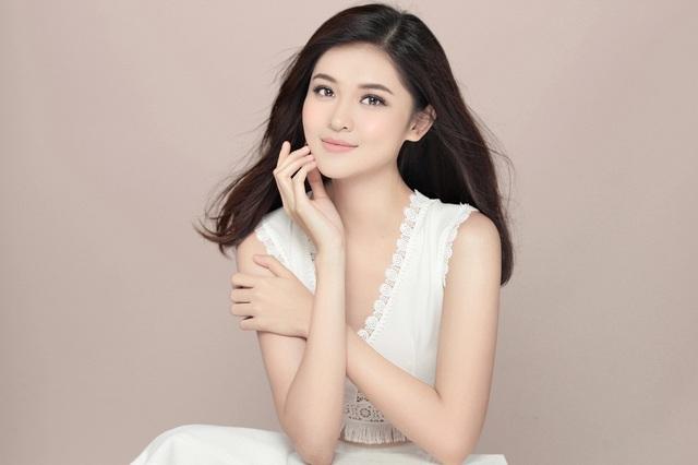 Thuỳ Dung chia sẻ thêm, danh hiệu Á hậu Việt Nam với cô tựa như một đôi giày thủy tinh.