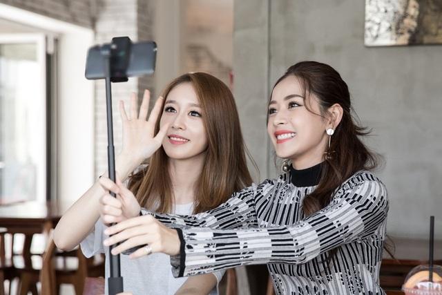Ji-Yeon bất ngờ bày tỏ mong muốn sẽ có cơ hội được làm diễn viên trong phim của Chi Pu. Cô cũng hé lộ nhóm dự định sang Việt Nam tổ chức gặp mặt người hâm mộ trong thời gian tới.