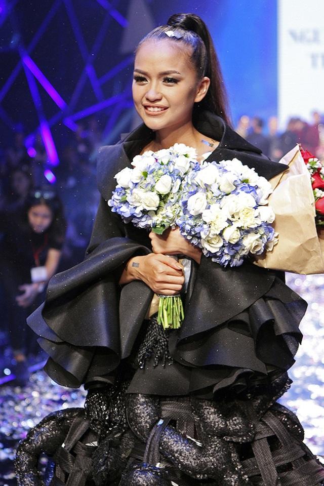 Vượt qua cái tên được kỳ vọng La Thanh Thanh, cô gái sinh năm 1994 đến từ Tây Ninh - Ngọc Châu đã giành ngôi quán quân của chương trình Vietnams Next Top Model 2016.