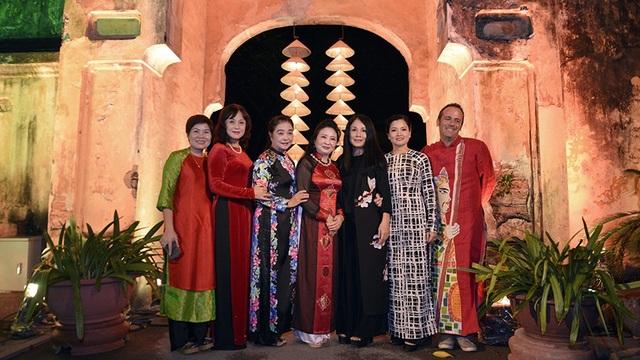 Các nghệ sĩ đồng hành cùng Festival Áo dài Hà Nội 2016.