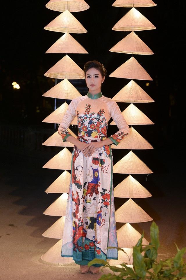 Hoa hậu, NTK Ngọc Hân gắn bó với từng con phố Hà Nội.