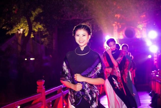 Đào Thị Hà top 5 Hoa hậu Việt Nam 2016 cũng xuất hiện với vai trò người mẫu.