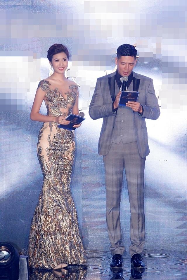 Á hậu Thúy Vân đảm đương vai trò MC dẫn dắt chương trình bên nam diễn viên, MC Bình Minh.