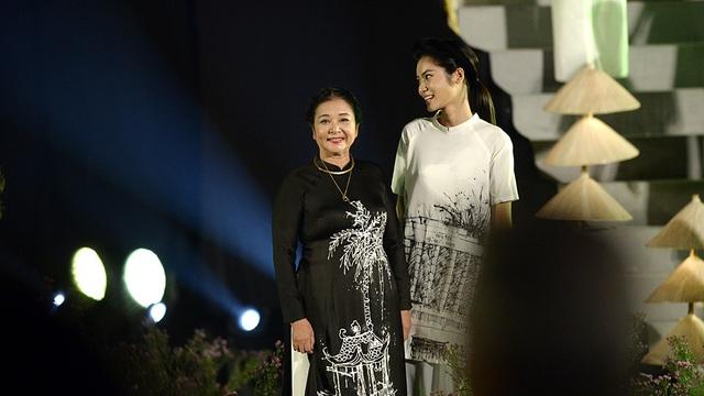 NSƯT Thanh Loan là người mẫu đặc biệt truyền cảm hứng, tinh thần BST của Cao Minh Tiến.