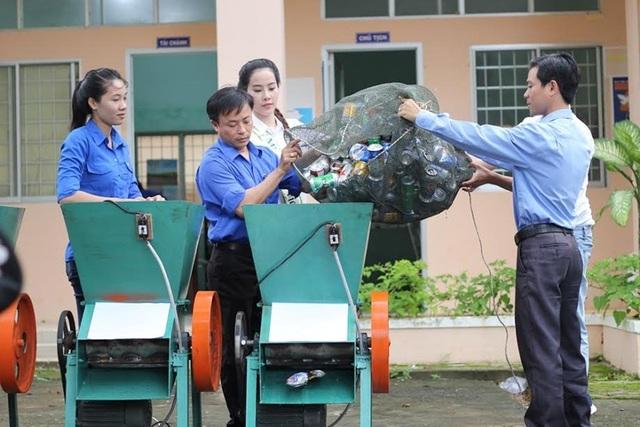 Video clip của đại diện Việt Nam tham gia bảo vệ môi trường cũng nhận được sự quan tâm khi cô kể về hành trình bảo vệ môi trường và rặn san hô tại đảo Nam Du (tỉnh Kiên Giang). Cô đã mua 10 thùng rác đặt tại các điểm ở đảo để du khách, người dân có thể bỏ rác đúng nơi. Cô cũng mua tặng bà con 3 máy cán ép vỏ lon để làm gọn lon bia rồi chuyển tái chế, thậm chí có thể bán lại để tạo thu nhập…
