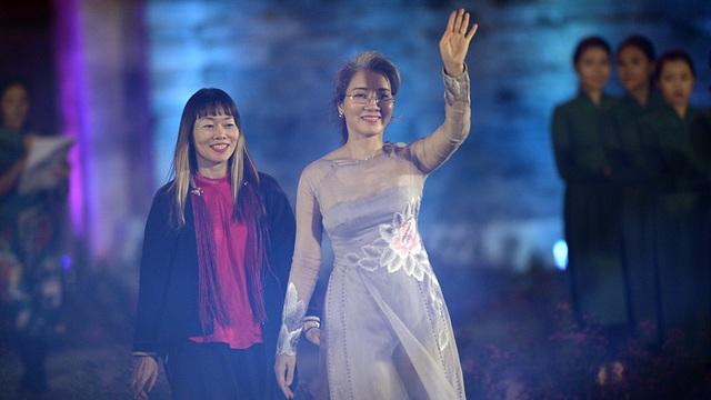 NTK Trịnh Bích Thủy (trái).