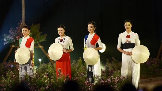 Ca sĩ Thanh Lam thăng hoa cùng Festival Áo dài Hà Nội 2016 - 15