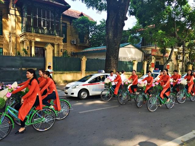 Dàn nghệ sĩ gạo cội diễu hành áo dài trên các tuyến phố Hà Nội - 17