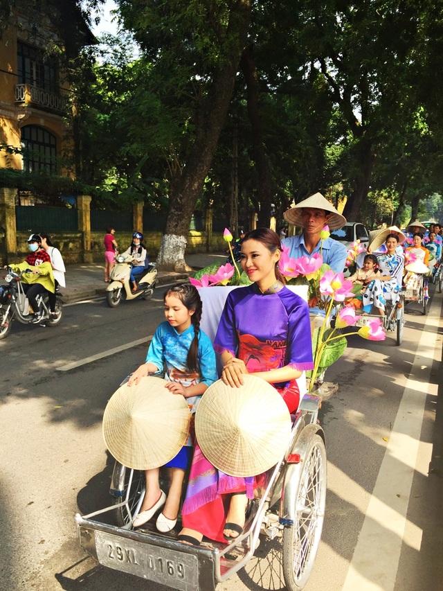 Dàn nghệ sĩ gạo cội diễu hành áo dài trên các tuyến phố Hà Nội - 15