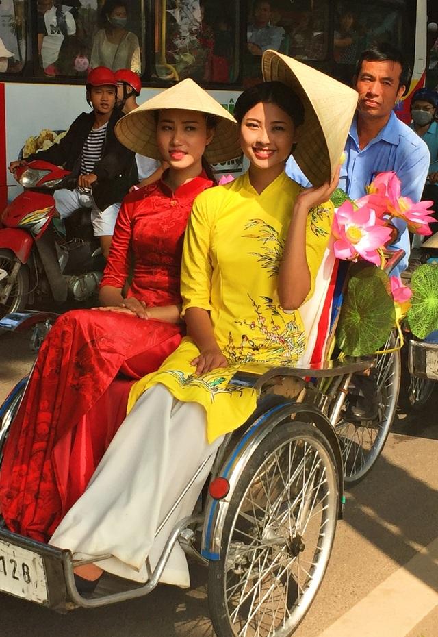 Đào Hà - top 5 Hoa hậu Việt Nam 2016 (phải).