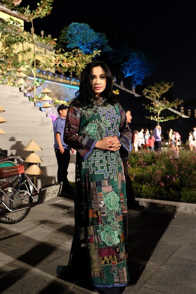 """""""Những bộ sưu tập áo dài đêm Hà Nội phong cách vô cùng ấn tượng. Tôi có cảm giác những tà áo dài như những cánh bướm bay lên trong trời thu Hà Nội. Tôi mong Festival sẽ trở thành một hoạt động thường niên, góp phần thu hút khách du lịch đến với Thủ đô"""", ca sĩ Thanh Lam chia sẻ cảm xúc."""