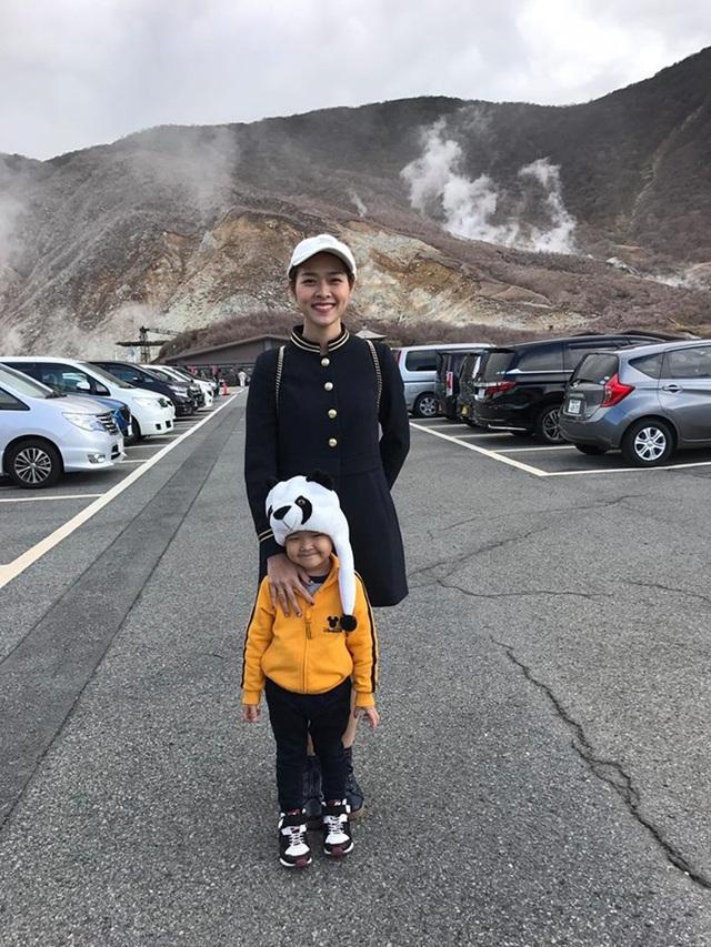 Thung lũng Owakudani là một thắng cảnh nổi tiếng của Nhật Bản được hình thành từ lần phun trào cuối cùng của núi lửa Hakone cách đây 3.000 năm với các suối nước nóng nhiều khoáng chất bao quanh.