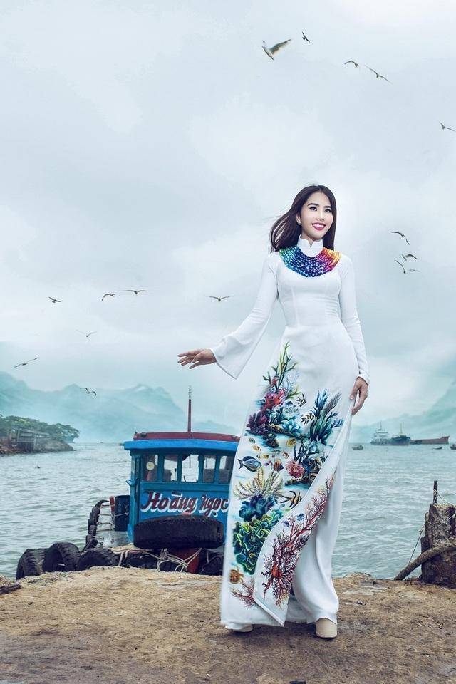 Bên cạnh đó, Nam Em cũng không quên đầu tư vào trang phục truyền thống áo dài Việt.