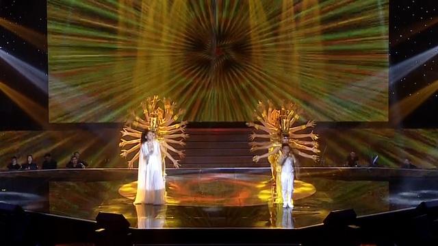 """3 tiết mục đặc biệt đã mang đến nhiều cung bậc cảm xúc và """"đốt nóng"""" toàn bộ sân khấu Giọng hát Việt nhí."""