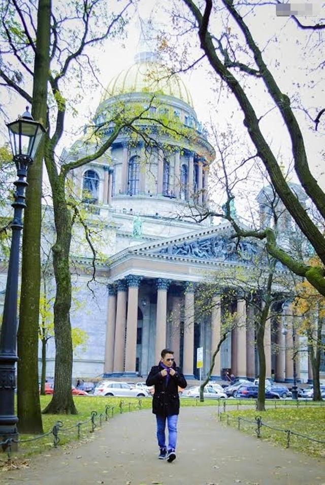 Bằng Kiều tận hưởng những phút thư giãn ở thành phố lớn là Xanh-Petecbua và thủ đô Moscow.