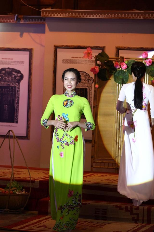 BST áo dài Lan Hương ra mắt phu nhân nguyên thủ các nước tới Hà Nội - 8