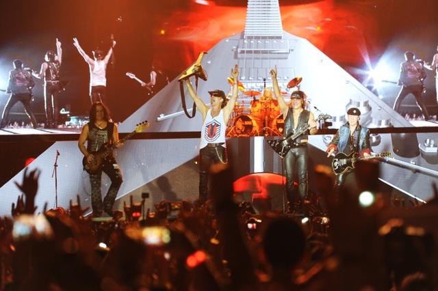 """Huyền thoại Scorpions đốt cháy sân khấu với những bản hit """"vang bóng một thời"""""""