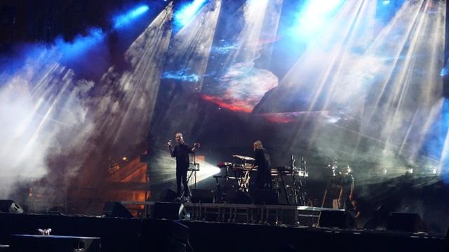 Hiệu ứng âm thanh - ánh sáng ảo diệu trong phần trình diễn của nhóm nhạc Kite - Thụy Điển