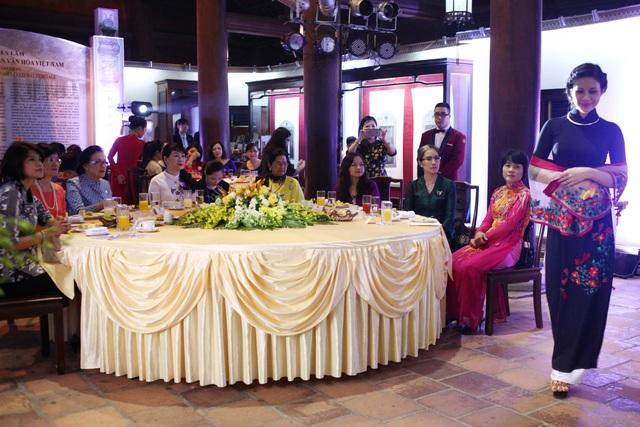 BST áo dài Lan Hương ra mắt phu nhân nguyên thủ các nước tới Hà Nội - 2
