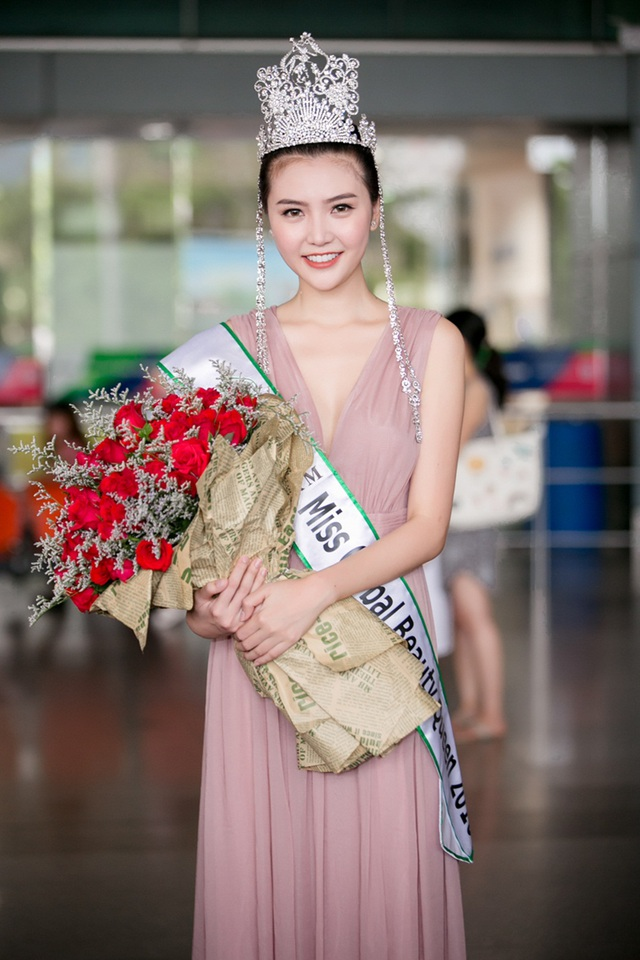 Trong suốt quá trình tham gia cuộc thi với lịch trình dầy đặc, Hoa hậu Ngọc Duyên bị sụt cân trông thấy rõ.