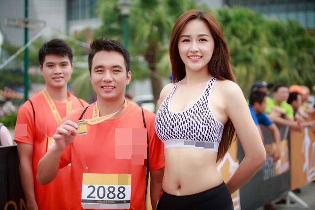 Hình ảnh đã hậu kì của Hoa hậu bị nghi là có sự can thiệp photoshop quá đà.