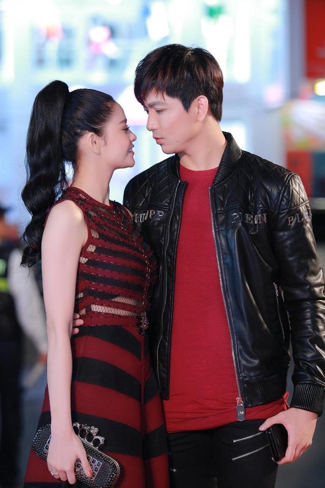 Tim và Trương Quỳnh Anh được chú ý khi xuất hiện tại Hà Nội. Thời gian qua, cả hai luôn đồng hành cùng nhau trong nhiều sự kiện, chương trình của làng giải trí và trở thành cặp đôi được mọi người yêu thích.