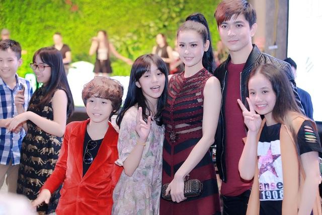 Những giọng ca nhí trưởng thành từ cuộc thi Vietnam Idol Kids 2016 cũng thích thú với sự có mặt của cả hai.