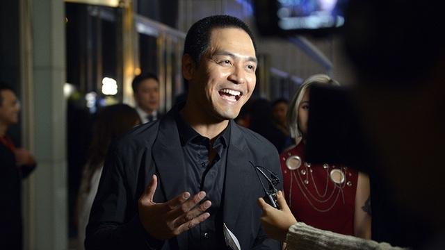 MC Phan Anh được truyền thông đặc biệt quan tâm và rất đông các fan xin chụp ảnh chung.