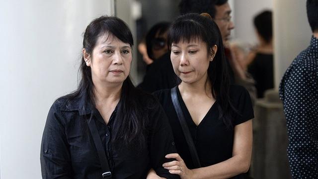 Nghệ sĩ Hương Tươi (phải) - người từng đóng cặp cùng nghệ sĩ Phạm Bằng trong nhiều tiểu phẩm vô cùng tiếc thương người đồng nghiệp kính mến.