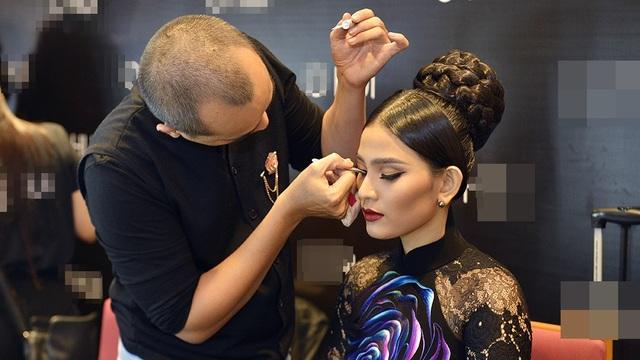 Trương Thị May từng đạt giải Á hậu của cuộc thi Hoa hậu các dân tộc Việt Nam 2007, đồng thời đại diện Việt Nam tham dự Hoa hậu Hoàn vũ 2013. Cô cũng được bình chọn danh hiệu Mỹ nhân ăn chay hấp dẫn nhất châu Á 2014.