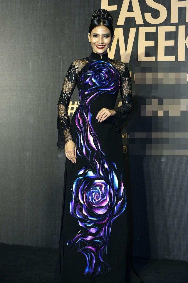 Với thiết kế này, Á hậu Trương Thị May thể hiện được nét đẹp dịu dàng, thanh lịch và những số đo thon gọn.